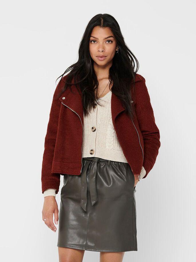 куртка цвета кирпичного