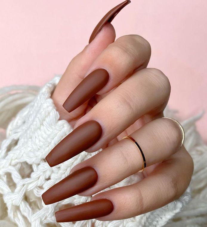 коричневый цвет ногтей